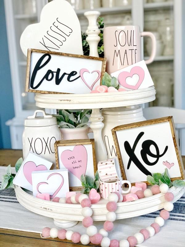 Etagere dekorieren – Ideen und Tipps für eine schöne und praktische Deko valentinstag ideen liebe herzen