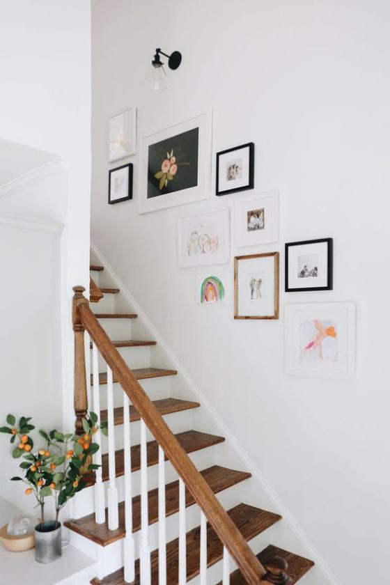 Fotowand im Treppenhaus Inside-the-Lines-Hängung Bilder in unterschiedlicher Größe verschiedene rahmen kreativ gestaltet