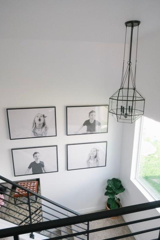 Fotowand im Treppenhaus Rasterhängung harmonisches Ganzes vier Bilder gerade Anzahl