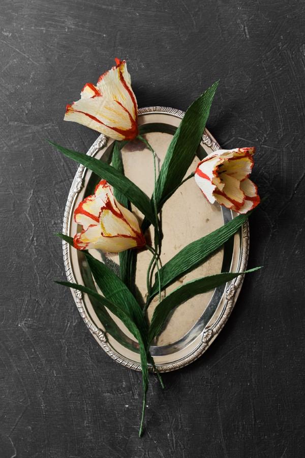 Frühlingsblumen basteln mit Kindern – Ideen und Anleitung für Anfänger und Profi-Bastler schöne tulpen muttertag papagei