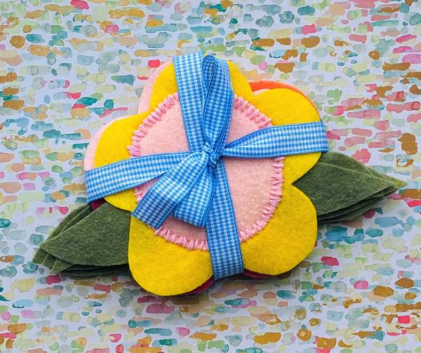 Frühlingsblumen basteln mit Kindern – Ideen und Anleitung für Anfänger und Profi-Bastler tassenuntersetzer filz schön lieb