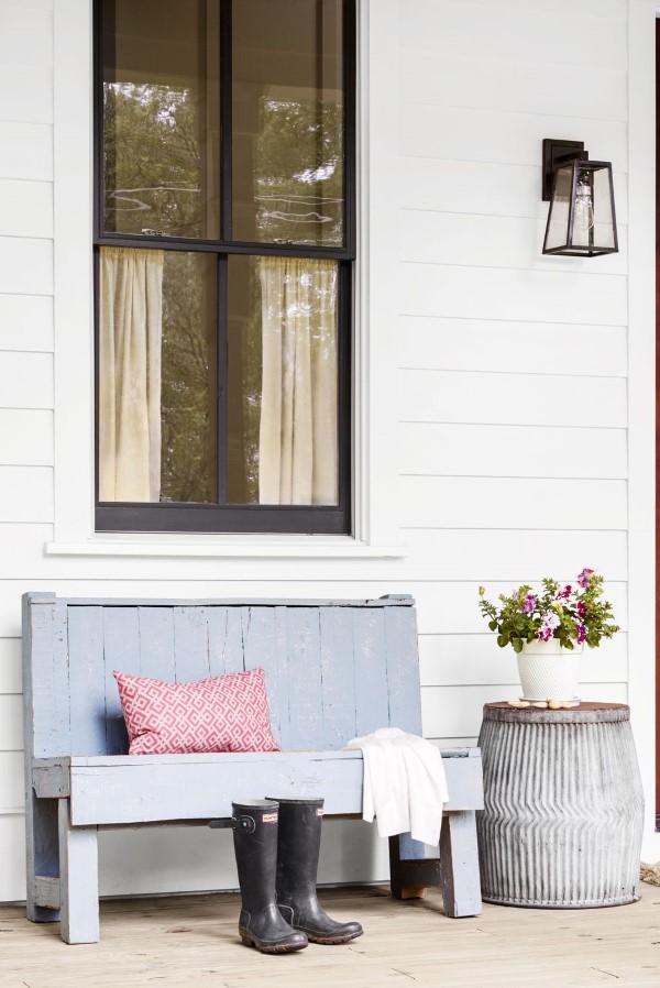 Gartenbank dekorieren – Ideen und Tipps für ein zauberhaftes Gartengefühl diy gartenbänke pastellfarben