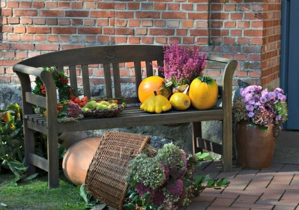 Gartenbank dekorieren – Ideen und Tipps für ein zauberhaftes Gartengefühl herbst ideen halloween