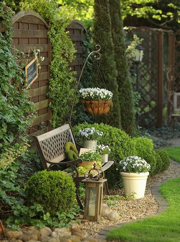 Gartenbank dekorieren – Ideen und Tipps für ein zauberhaftes Gartengefühl natürliche deko wald flair