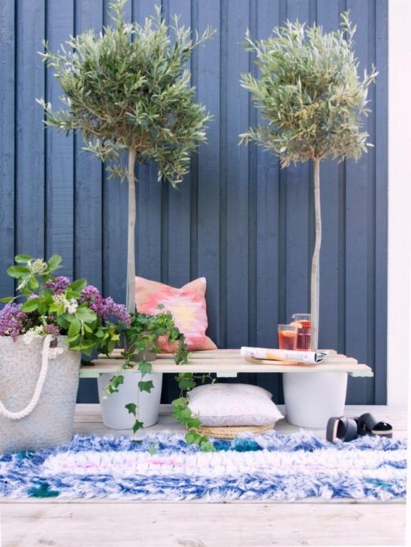 Gartenbank dekorieren – Ideen und Tipps für ein zauberhaftes Gartengefühl olivenbaum mediterraner stil