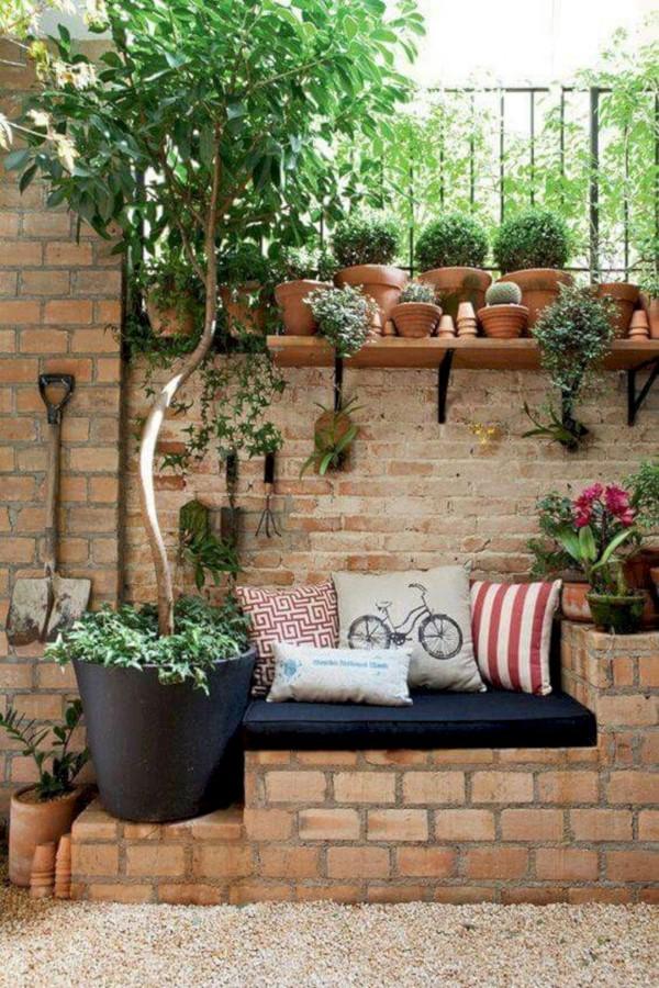Gartenbank dekorieren – Ideen und Tipps für ein zauberhaftes Gartengefühl sitzbank garten einfach