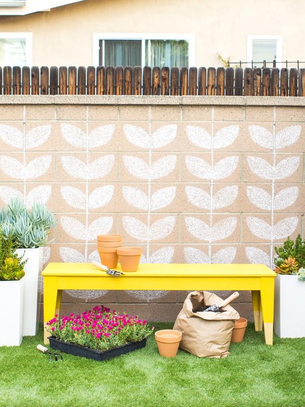 Gartenbank dekorieren – Ideen und Tipps für ein zauberhaftes Gartengefühl sommer deko ideen bunt