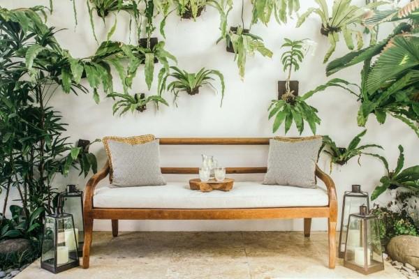 Gartenbank dekorieren – Ideen und Tipps für ein zauberhaftes Gartengefühl vertikale garten ideen
