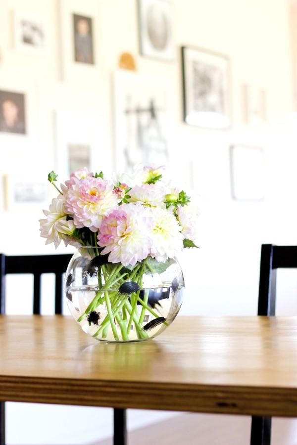 Glasvasen dekorieren – Ideen und Anleitung für künstlerisch begabte Bastler bemalte vase schwarze streifen