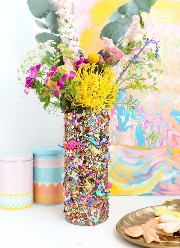 Glasvasen dekorieren – Ideen und Anleitung für künstlerisch begabte Bastler confetti glitzer deko ideen diy vase
