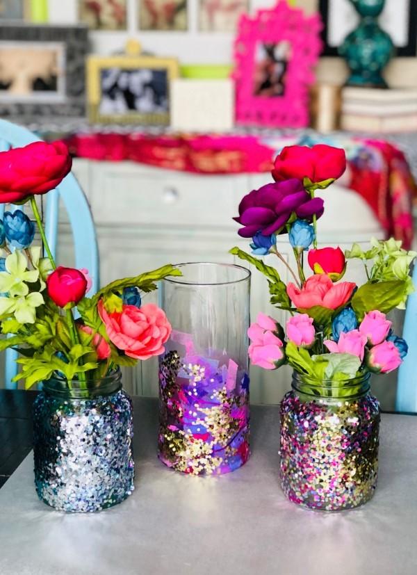 Glasvasen dekorieren – Ideen und Anleitung für künstlerisch begabte Bastler glitzer deko ideen diy vase