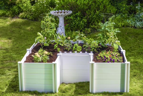 Hochbeet in Schlüssellochform rechteckige Form graue Holzplatten echte Attraktion im Garten