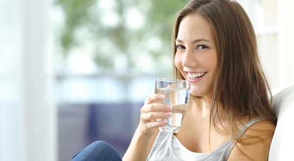 Körper entgiften Entgiftung Körper Wasser trinken Entgiftungskur