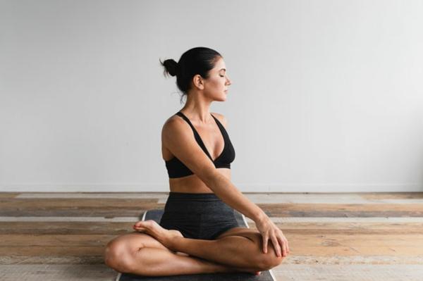 Körper entgiften Entgiftung Körper Yogaübungen und Sport Entgiftungskur