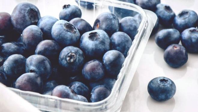 Obst essen gesund abnehmen Blaubeeren enthalten viele Vitamine und Vitalstoffe gelten als Superfood