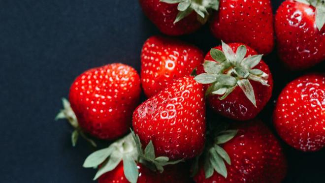 Obst essen gesund abnehmen Erdbeeren gesund lecker verursachen aber Blähbauch