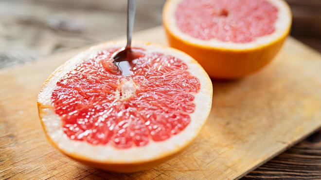 Obst essen gesund abnehmen Orange saure Frucht enthält Fruchtsäure beansprucht den Verdauungstrakt
