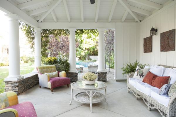 Open-Air-Wohnzimmer überdachte Veranda eine Sitzecke gestalten bequeme Rattan