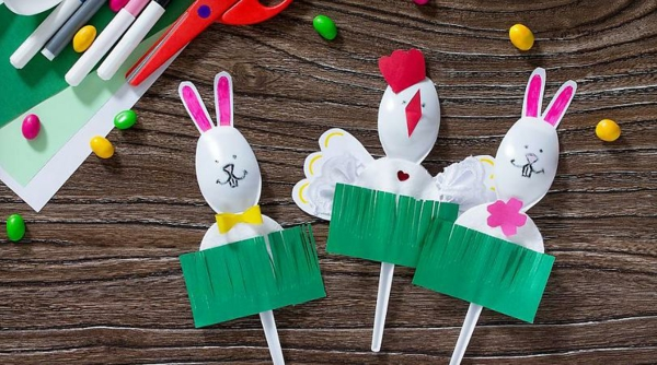 Osterbasteln mit Kindern Osterhasen Plastiklöffel