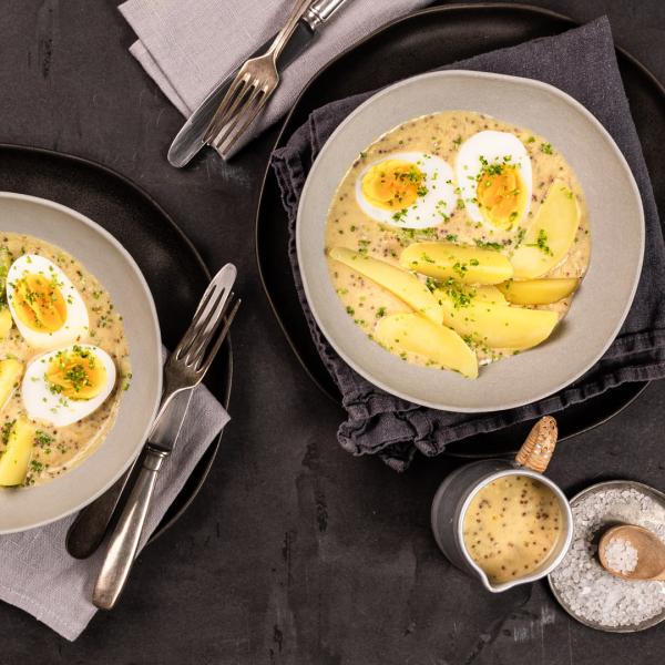 Ostereier verwerten klassische Rezeptidee Eier in Senfsauce mit Salzkartoffeln