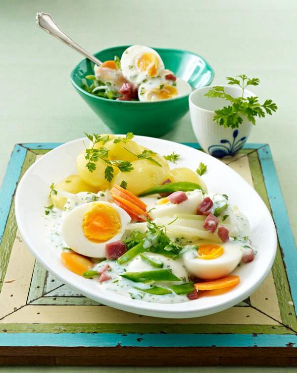 Ostereier verwerten klassisches hessisches Gericht Eier in grüner Sauce mit Pellkartoffeln