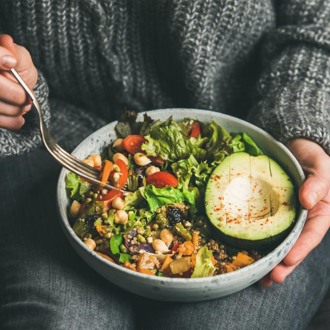 Regel frischer Salat mit Avocado gesund essen abnehmen ohne Verzicht