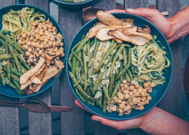 Regel wenig verarbeitete Lebensmittel grüne Bohnen gedünstet Kichererbsen Hähnchen Filet Pilze