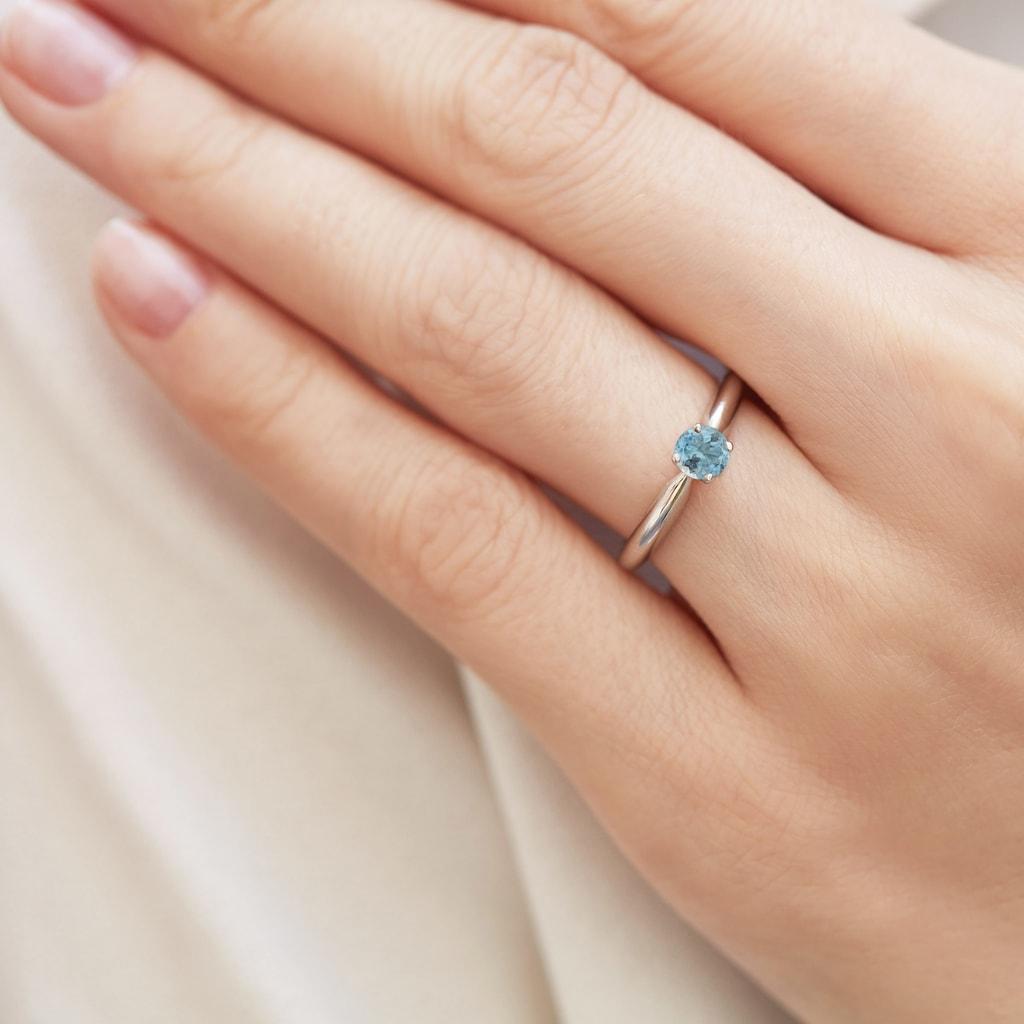 Ringe-mit-farbigen-Edelsteinen-verleihen-der-Verlobung-das-gewisse-Etwas