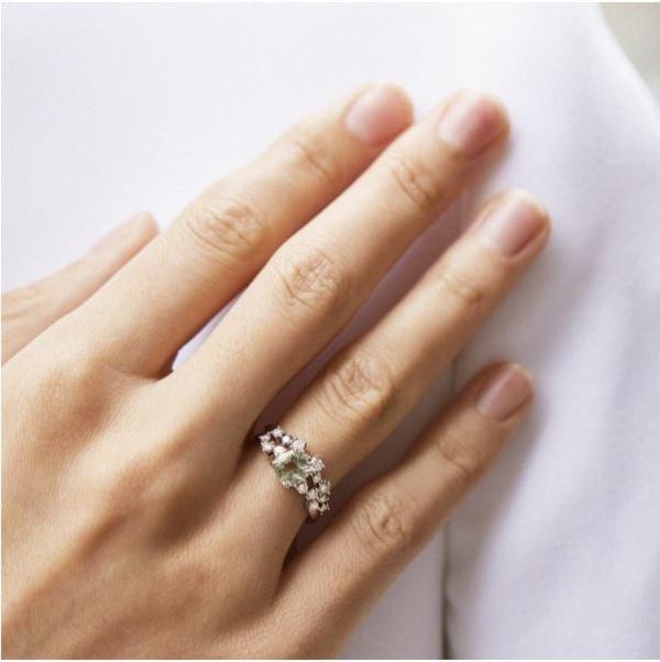 Ringe mit farbigen Edelsteinen verleihen der Verlobung das gewisse Etwas Verlobungsring 2
