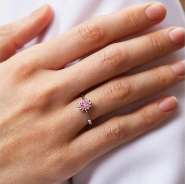 Ringe mit farbigen Edelsteinen verleihen der Verlobung das gewisse Etwas Verlobungsring 4