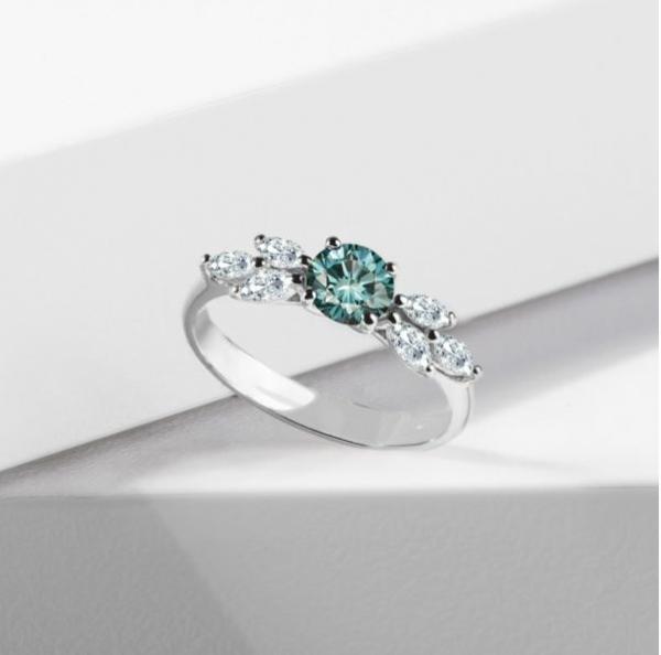 Ringe mit farbigen Edelsteinen verleihen der Verlobung das gewisse Etwas Verlobungsring 5