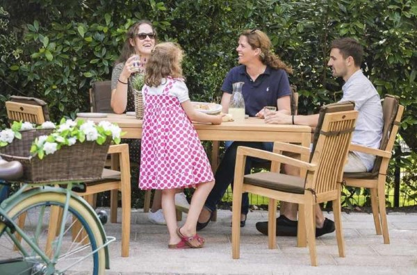 Teak Gartenmöbel und Sitzgruppen – Welche Vorteile bringen sie outdoor sitzgruppe für die ganze familie
