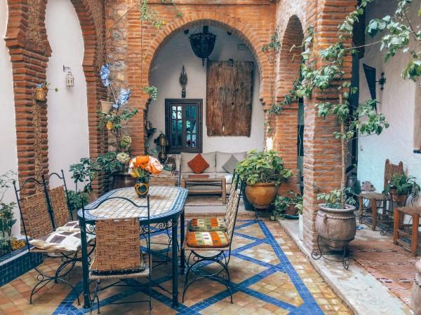 Terrassen Gestaltungsmöglichkeiten – Ideen und Tipps für einen schönen Außenbereich mediterraner stil deko ideen