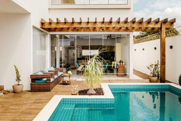 Terrassen Gestaltungsmöglichkeiten – Ideen und Tipps für einen schönen Außenbereich terrasse mit pool ideen