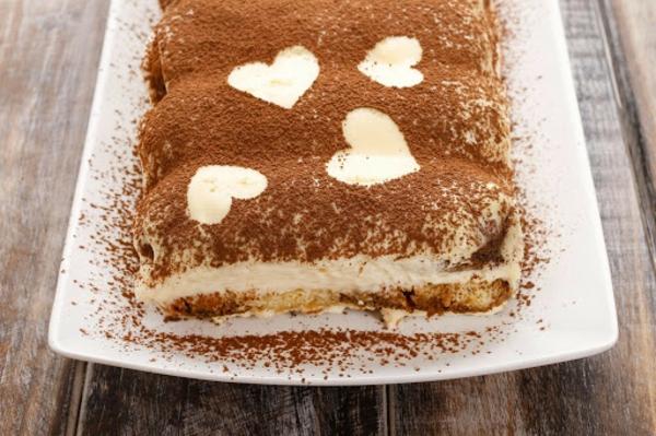 Tiramisu ohne Ei zubereiten Rezept Kakaopulver Herzen