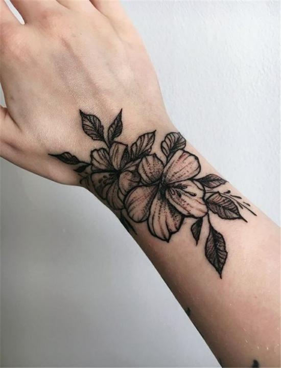 armband tattoo blackwork damen blumen