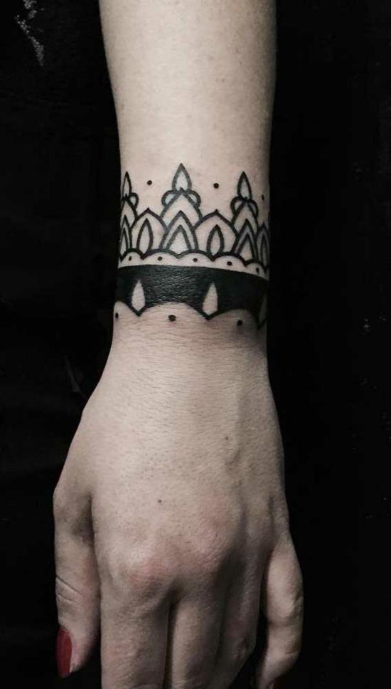 armband tattoo damen henna muster