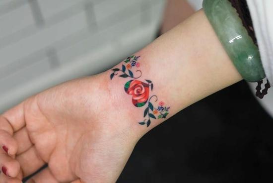 armband tattoo herz bunt