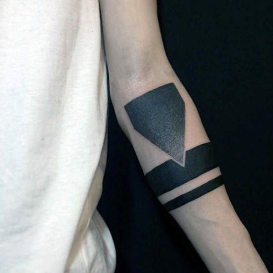 armband tattoo männer blackwork geometrische muster
