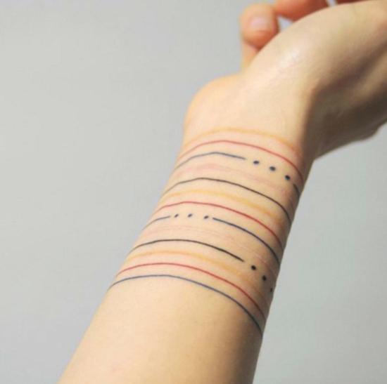 armband tattoo minimalistisch dünne linien