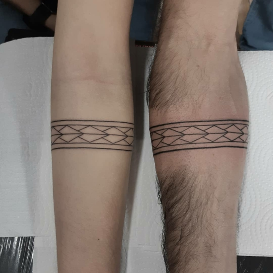 armband tattoo partnertattoo geometrische muster