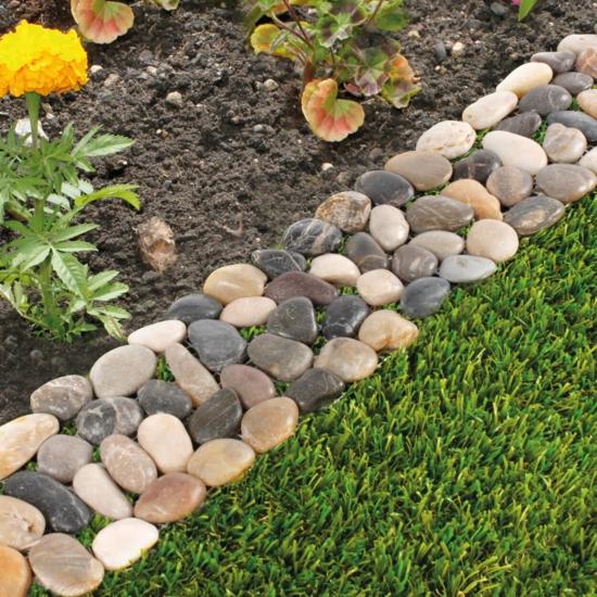 beeteinfassung mit runden steinen