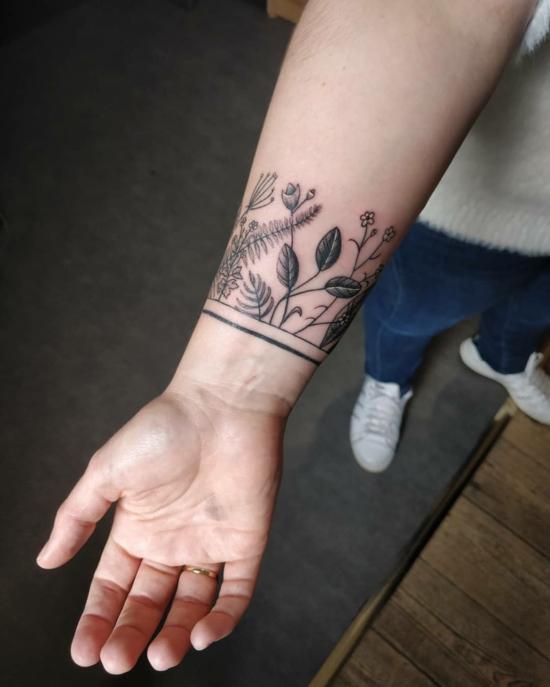 botanische muster armband tattoo