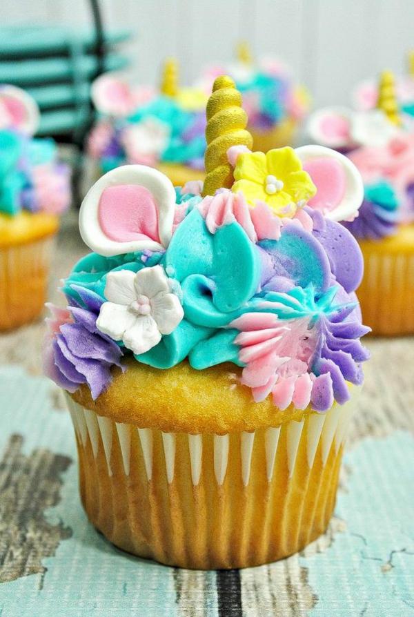 bunt verzierte einhorn muffins kindergeburtstag