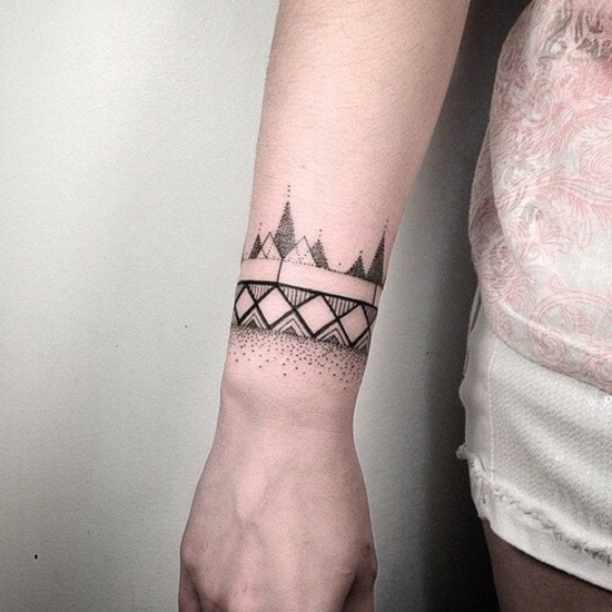 dot art armband tattoo damen blackwork