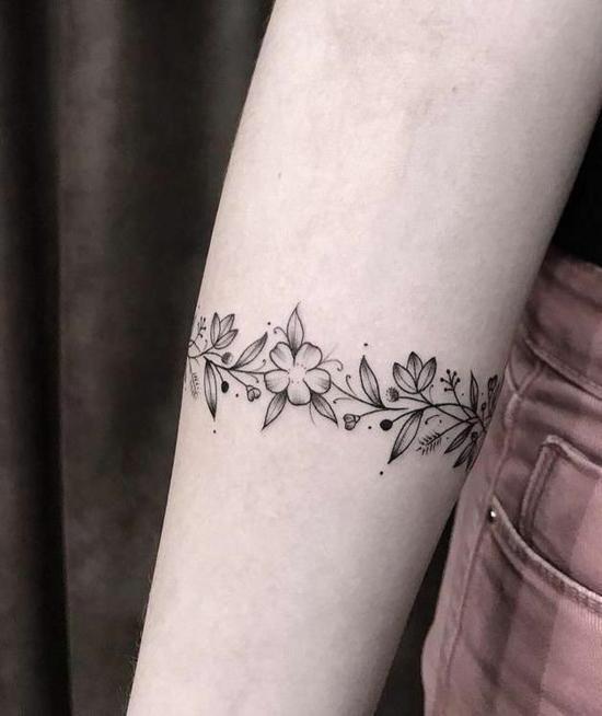 einfaches armband tattoo blumen