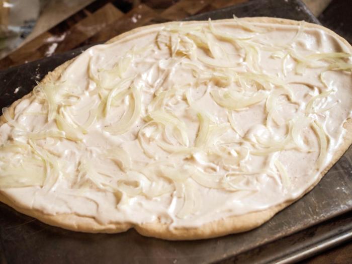 flammkuchen selber machen mit weisswein spargel lauchzwiebel gemuese zwiebel