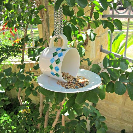 gartendeko ideen selbermachen vogelfutterspender kaffeebecher