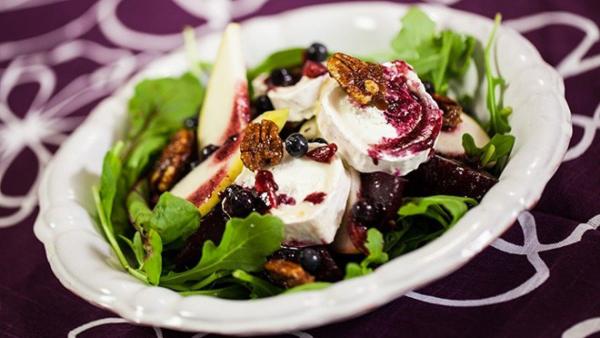 gesund abnehmen Rote-Beete-Salat mit Spinat und Ziegenkäse macht satt ist gesund