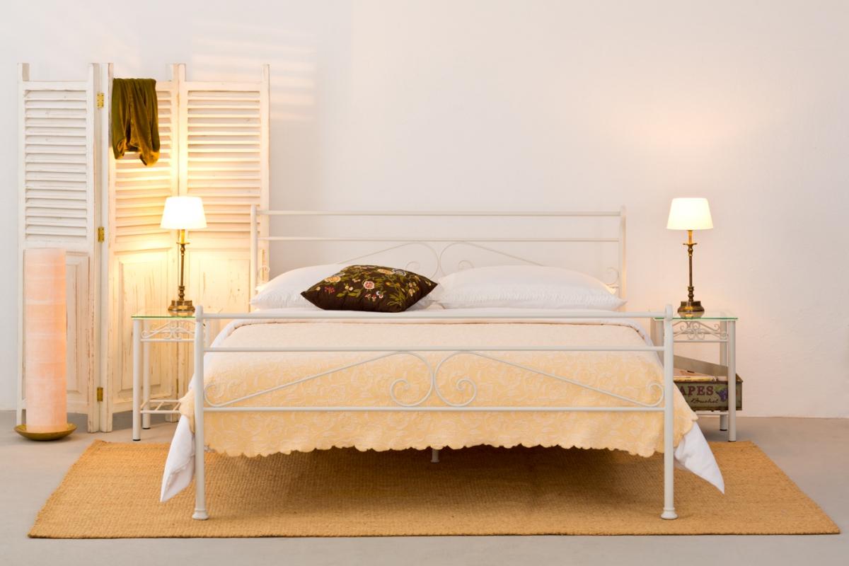 Mit-dem-passenden-Metallbett-ein-unverkennbares-Flair-im-Schlafzimmer-erschaffen